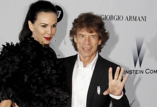 Mick-Jagger-novia-L-Wren-Scott-posan-llegar-gala-benefica-2010