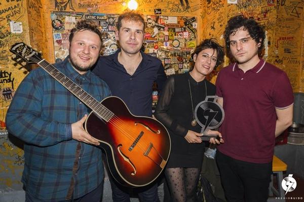 Foto: Triángulo de Amor Bizarro con el Premio Ruido en la sala El Sol, en Madrid. @RODRIGOMENARUIZ